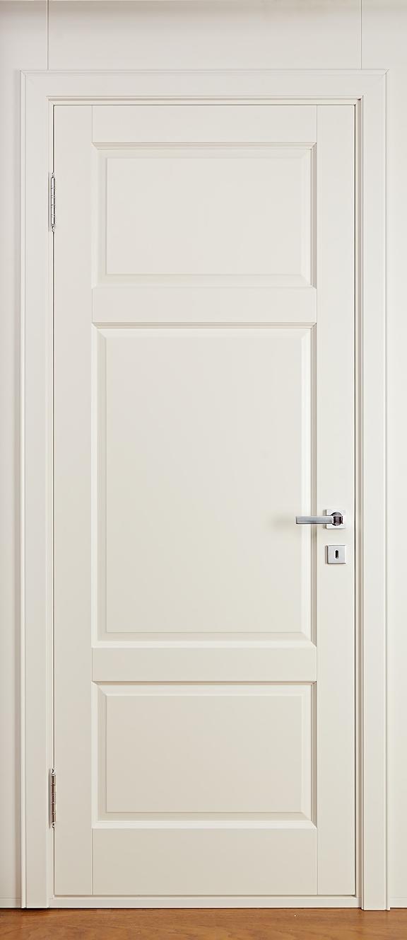 Крашеная дверь из массива ольхи - слоновая кость