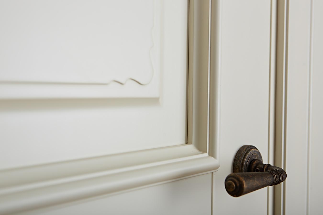 Фото деталей крашенной двери из массива ольхи