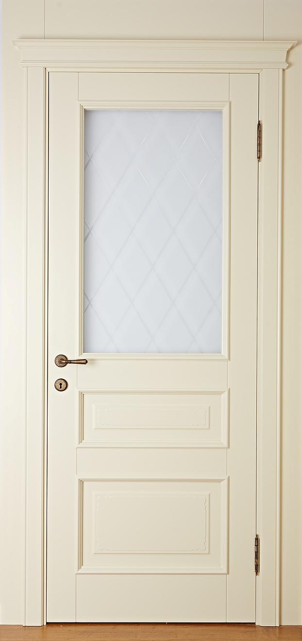 Дверь крашенная из массива со стеклом