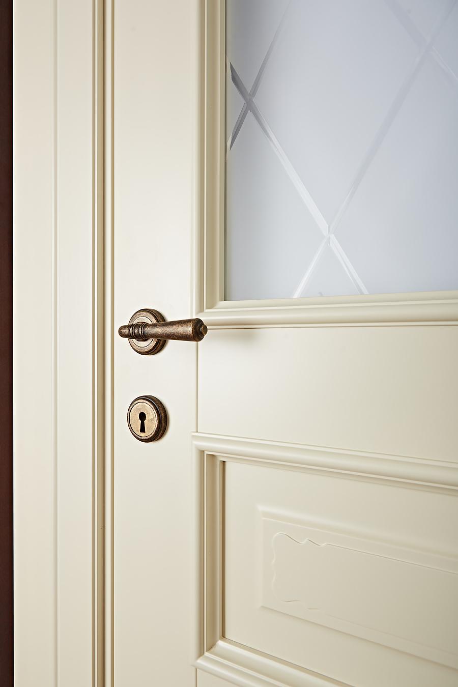 Фото детали - дверей из массива Брянский Лес