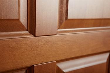 Межкомнатная дверь из ольхи массив цвет Орех светлый - детальная съемка