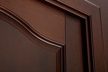Приближенное фото двери медкомнатной Наполеон из массива